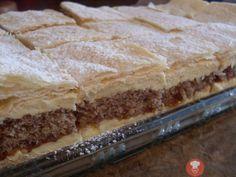 Juhoslovanský krémový koláč je zaujímavý tým, že sa skladá z dvoch druhov cesta - piškótového a lístkového. Plnený je chutným pudingovým krémom a džemom