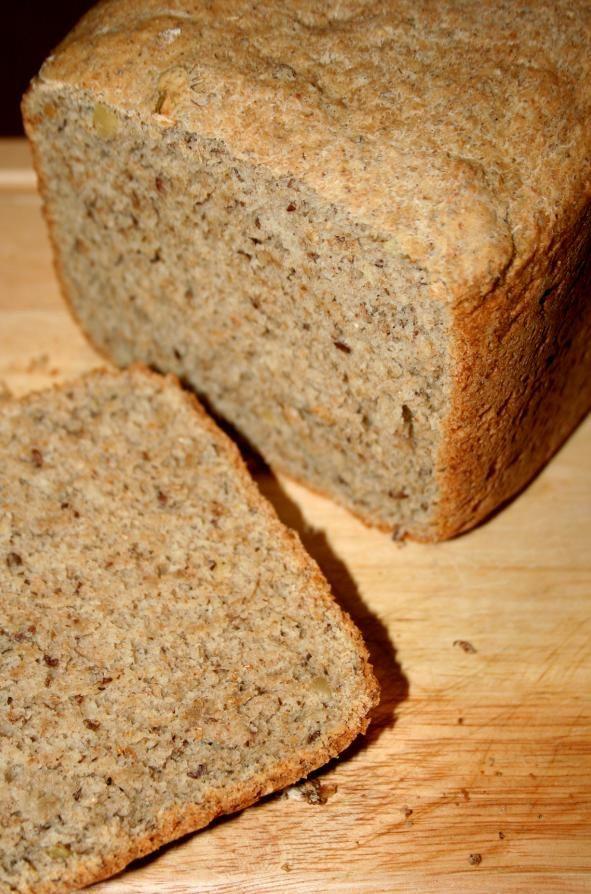 Pão integral é um dos ingredientes que nunca deveria sair da nossa mesa. De acordo com nutricionistas, nós precisamo ingerir 30g de fibras por dia. Duas fatias dele já suprem aproximadamente 10% deste necessidade.