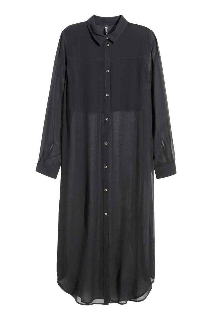 Camisa larga de gasa: Camisa larga en gasa arrugada arrugado. Mangas largas, cuello camisero y aberturas pronunciadas en los laterales. Parte superior de doble capa delante. Bajo redondeado y espalda ligeramente más larga.