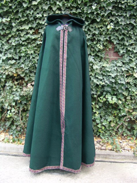 Capa medieval de lana, broche de metal, brocado y capucha larga