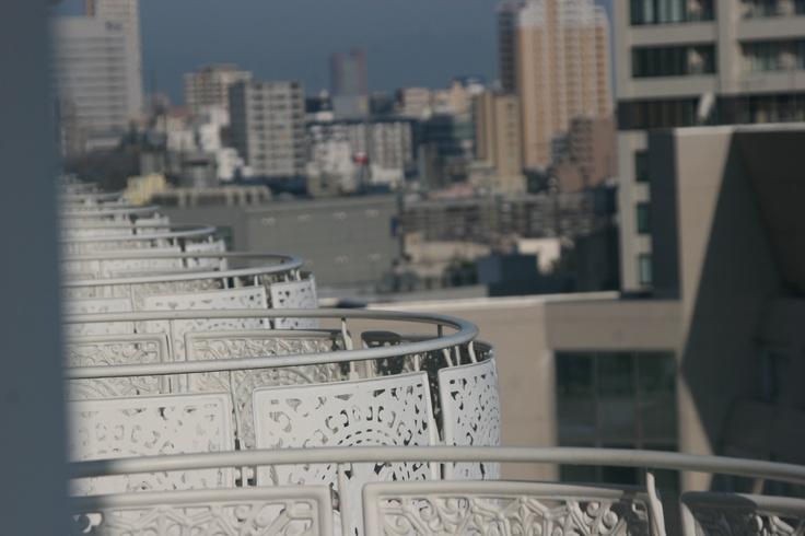 balconies overlooking Tokyo  (©Lorry Perez)