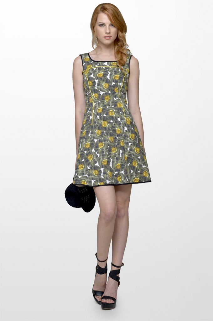 Sarah Lawrence - A line sleeveless printed dress.