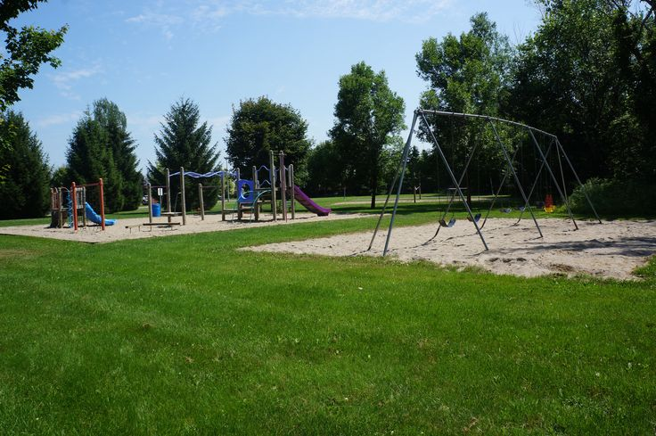 Hanover Park in #Russell Ontario has several play structures, as well as a basketball court and a sand volleyball court. It has something for the whole family!
