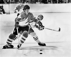Bobby Orr shrugs off a Czechoslovakian player to take the puck away during Canada's easy, 6-0 victory over the Czechs in opening game of the Canada Cup. // Bobby Orr plays in the Canada Cup (Jeff Goode/Toronto Star)