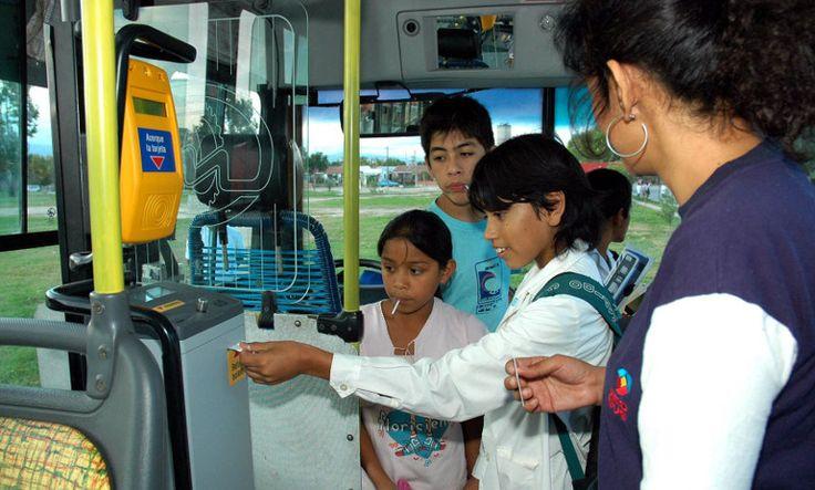 Sin boleto gratis en el receso escolar: Durante las vacaciones, los niños y adolescentes deberán pagar el pasaje, que acaba de subir de…