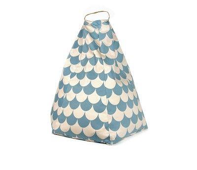 Sittesekk, naturhvit og blå scales fra Sprell. Om denne nettbutikken: http://nettbutikknytt.no/sprell-no/