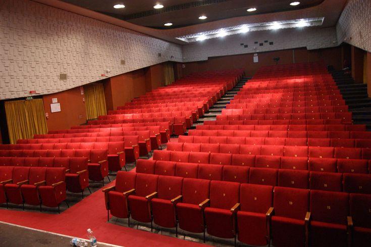 E' tutto pronto! Con la conferenza stampa di stamani il #Teatro #Dehon di #Bologna non solo ha presentato la nuova stagione 2016/2017 ma anche la ristrutturazione della sala e delle #poltrone eseguita da Barciulli Arreda Srl. Un evento davvero molto emozionante per il nostro team, che come sempre ha lavorato con entusiasmo e passione alla realizzazione della sua ultima creazione. #barciulliarreda
