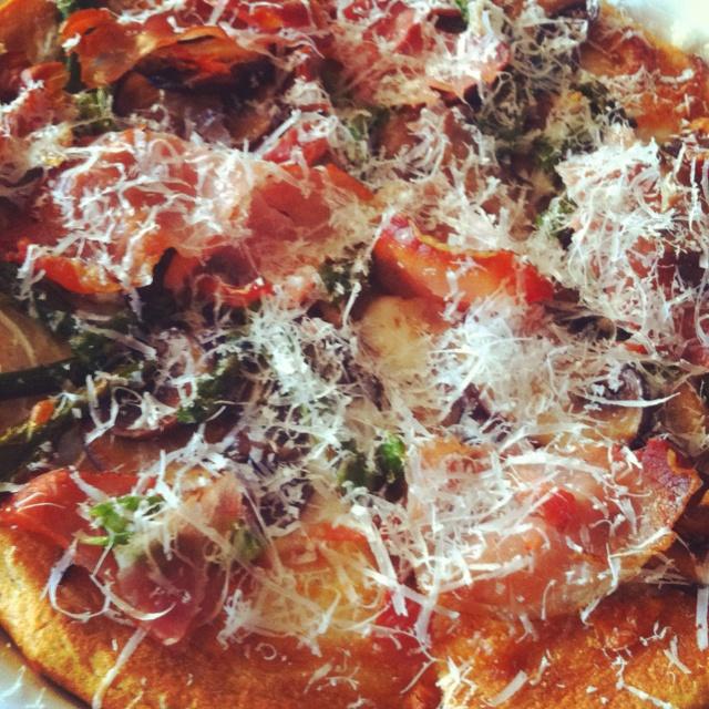 Asparagus, prosciutto and mushroom pizza | gather grub | Pinterest