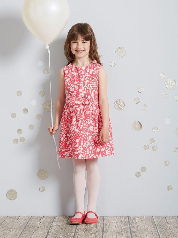 17 meilleures id es propos de robes de demoiselle d 39 honneur beiges sur pinterest demoiselles. Black Bedroom Furniture Sets. Home Design Ideas