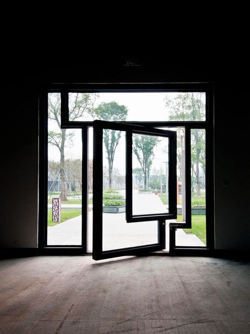 Porta de vidro giratória.