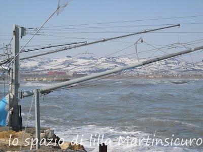 Martinsicuro, il mare e le colline innevate/ Martinsicuro, the sea and the hills full of snow.