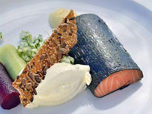 Pečený losos vřase Nori se salsou amarinovanou zeleninou