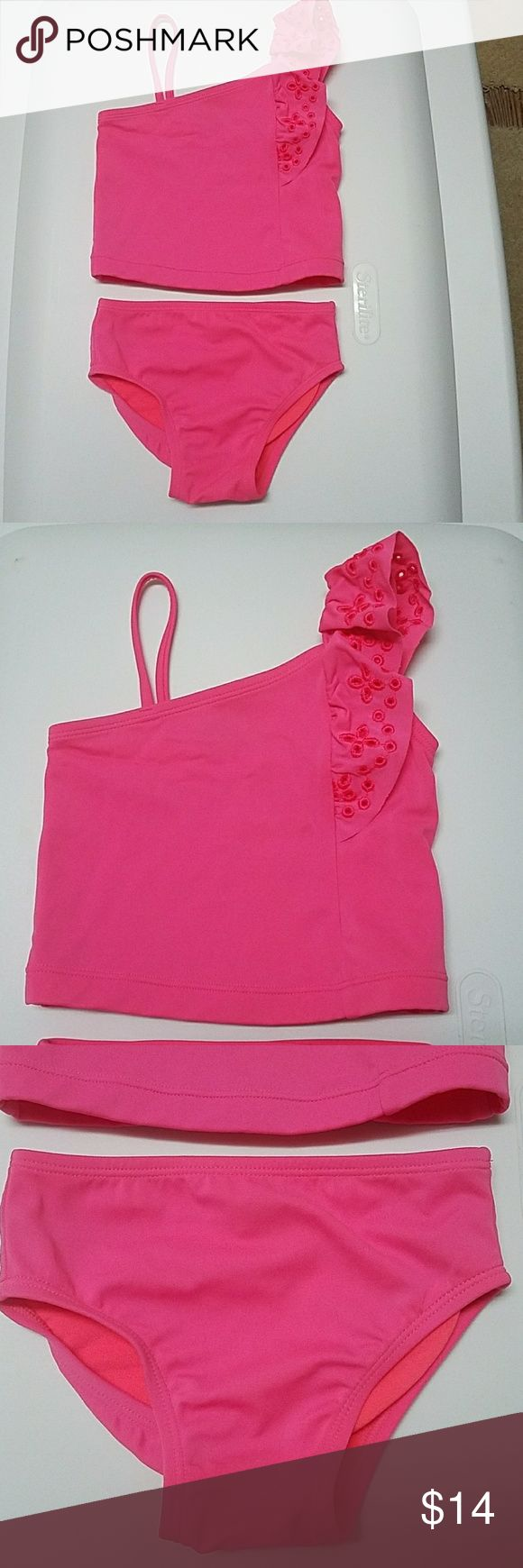 Toddler Gap pink tankini.  18-24 months In excellent condition.  Daughter wore this twice and has been washed. I cut out the label on the bottoms shown in picture 4. GAP Swim Bikinis