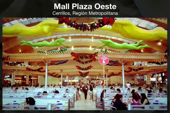 Patio de comidas Mall Plaza Oeste, Santiago, Chile.