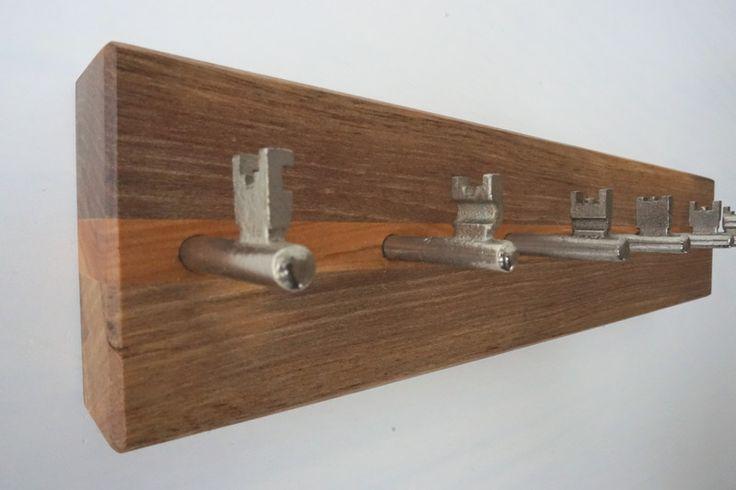 SchlüsselBrett+aus+Walnuss-/Amberholz+(7+Haken)+von+MarkeEigenBau+auf+DaWanda.com