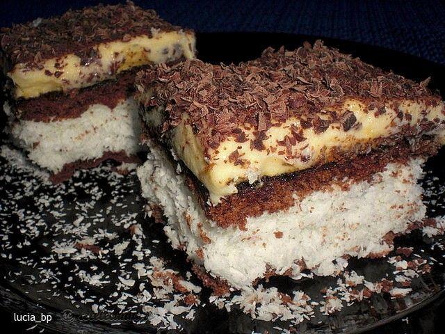 Kókuszos sütike, vaníliakrémmel és csokis piskótával – a legfincsibb kókuszos édesség!