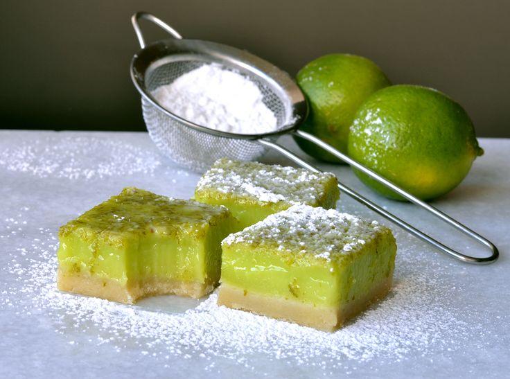 Syrlige faste lime snitter med en dejlig frisk smag, nemme at lave. Fresh zingy lime bars with organic lime, perfect for summer. www.kaloria.dk