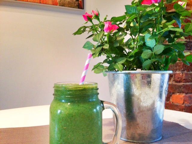 Pear, Spinach and Lettuce Smoothie Enjoy this pear, spinach and lettuce smoothie, for a taste of autumn in your mouth.