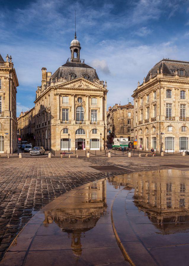 de la Barra photography, honeymoon ideas, honeymoon in Europe, Square in Bordeaux, France.