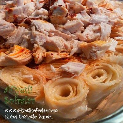 Kastamonu yöresinden güzel bir lezzet, ISLAMA-TAVUKLU SİRON.. Tarif için tıklayınız : http://www.afiyetlisofralar.com/mutfaktan-lezzetler/yemektarifi/hamur-isleri/islama-tavuklu-siron