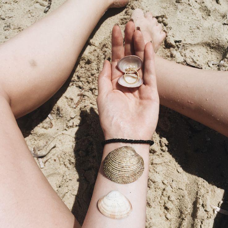 #hviskpin #hviskstylist #hvisk #stylist #love #fashion #fashionjewelry #jewelry #gold #pearls #beach #sand #water #creative #idea #summer #summerstyle #greece #vacation #halkidiki #style