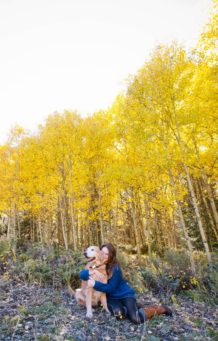 Puppy Love || Breckenridge Colorado || Fall Trees || Portrait Photography || wearemattandjess.com