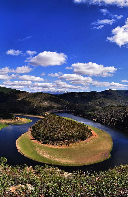 Meandro Melero se encuentra en Extremadura, exactamente en Cáceres, y es un lugar que te enamorará. Muchos lo definen como un lugar mágico, sorprendente e impactante… Y es que se…