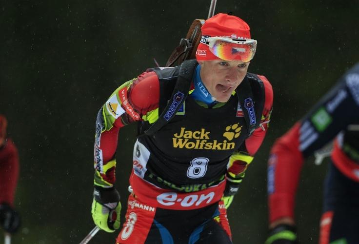 DRUHÝ. Ondřej Moravec skončil ve stíhacím závodě v Pokljuce druhý.