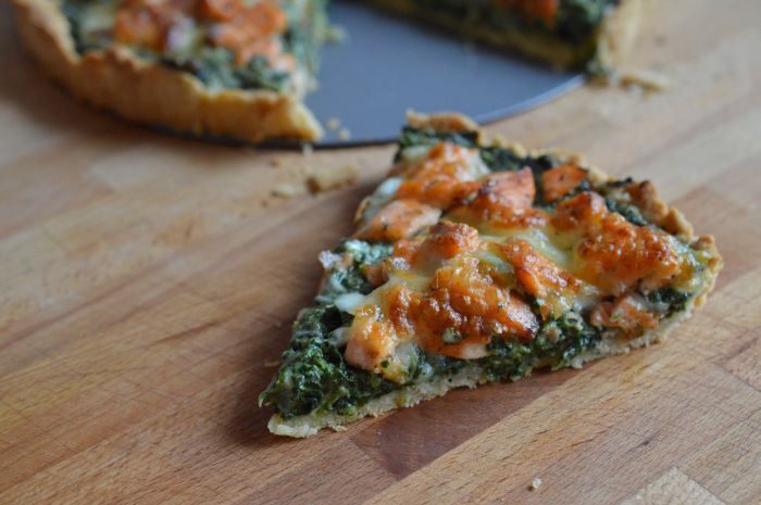 Tart with spinach and salmon
