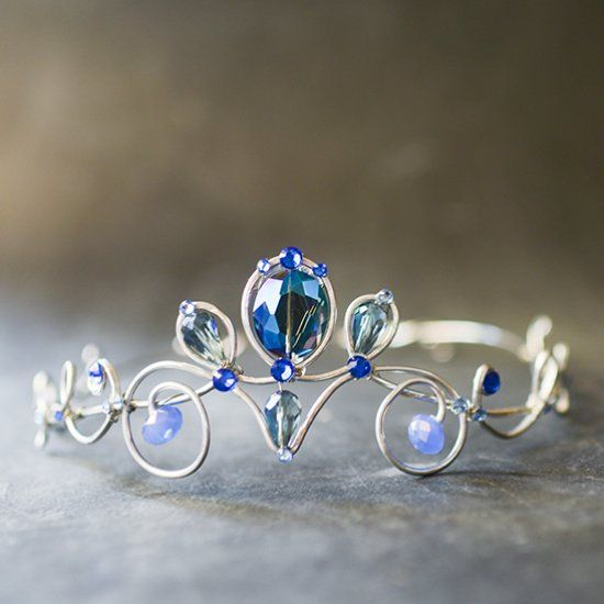 Tutorial for making a wire-wrapped (no soldering!) elven-looking tiara or crown.