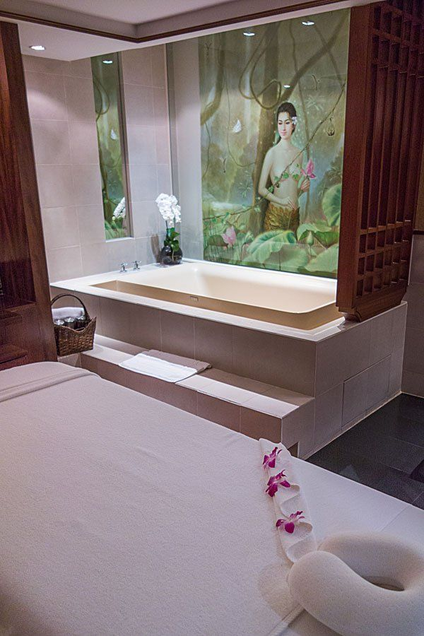 Thai Airways Royal Orchid Spa Bangkok – Massage Treatment Room http://travel.bart.la/2013/12/08/thai-airways-a380-royal-first-class-tg676-bkk-nrt/