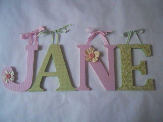 Holzbuchstaben für Kindergarten-wie JANE in rosa von SummerOlivias