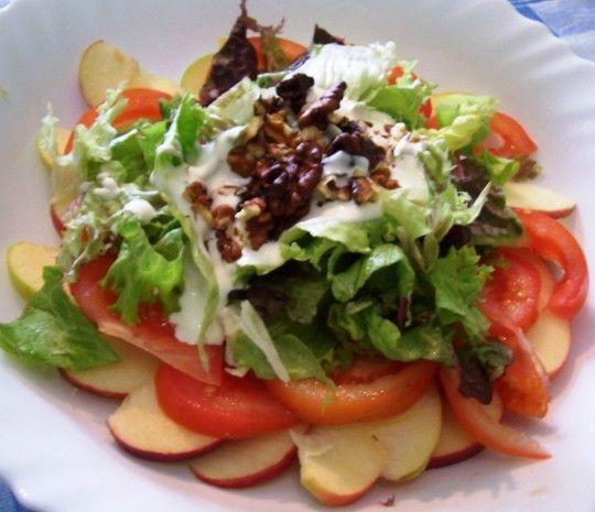 Ensalada de manzanas, nueces y salsa deyogur (Waldorf salad)