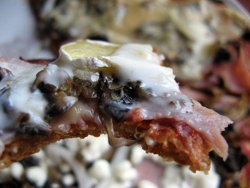 Feel Eat!: Pizza na twarogowym spodzie bez mąki na różne sposoby