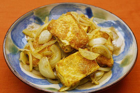 豆腐と玉ねぎのカレー風味炒め