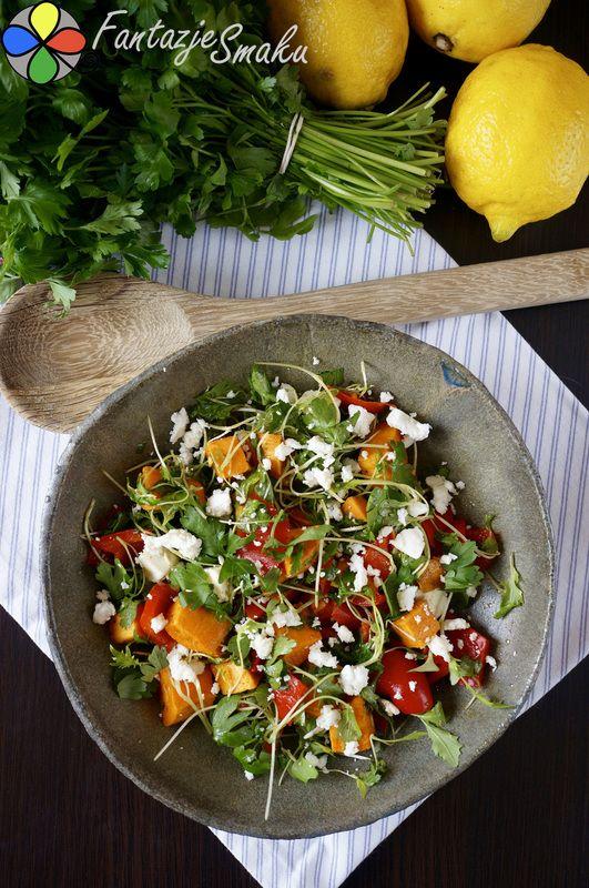Pieczone bataty z marynowaną czerwoną papryką i serem owczym http://fantazjesmaku.weebly.com/blog-kulinarny/pieczone-bataty-z-marynowana-czerwona-papryka-i-serem-owczym