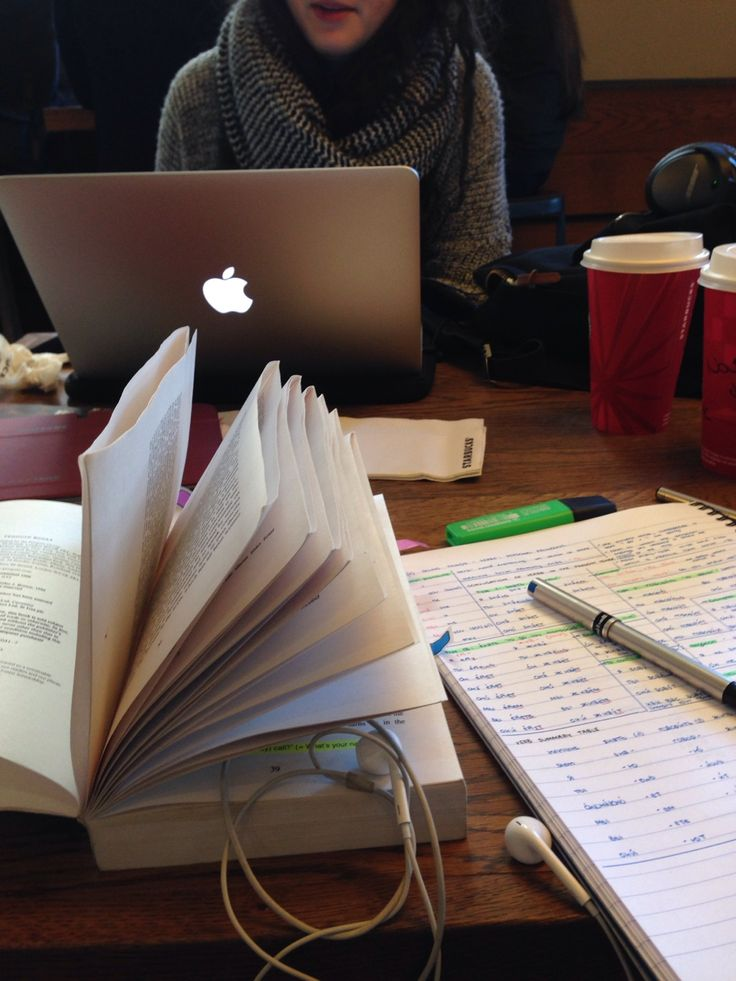 Lunchtime study session/internship search ft. friend, 8tracks, white hot chocolate and Russian grammar