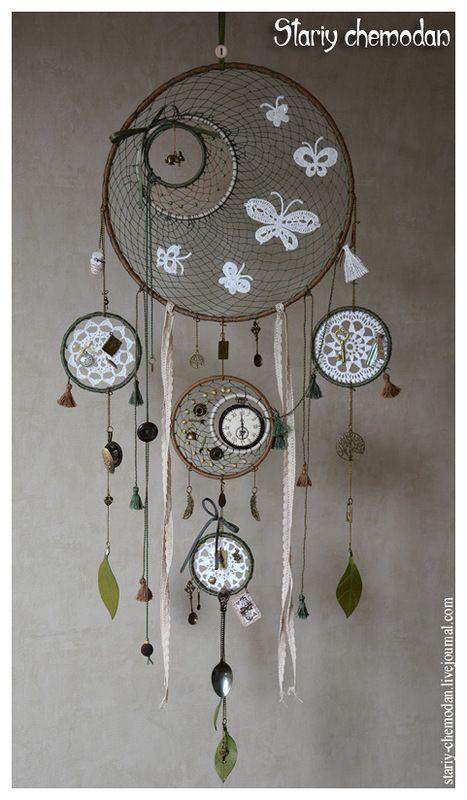 """Maleta vieja - Dreamcatcher decorativo basado en """"Alicia en el país de las maravillas."""""""