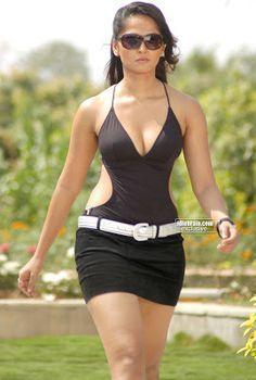 hot actresses pics: Anushka shetty actress bikini image