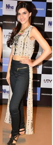 Model-actress Kriti Sanon poses on the red carpet In #Payal #Singhal. #Sanon #bollywood #payalsinghal