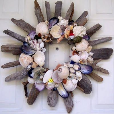 Completely-Coastal - http://www.completely-coastal.com/2010/06/shell-wreaths-made-from-beach-finds.html