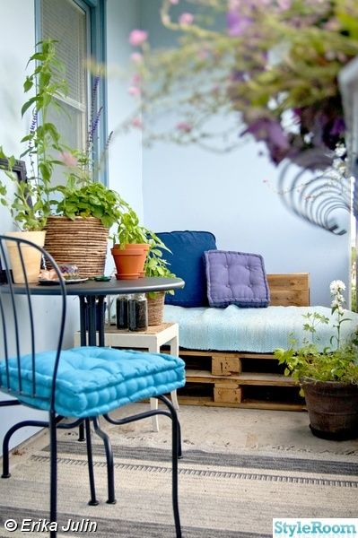 balkong,lastpall,blommor,blått,betong,grönt