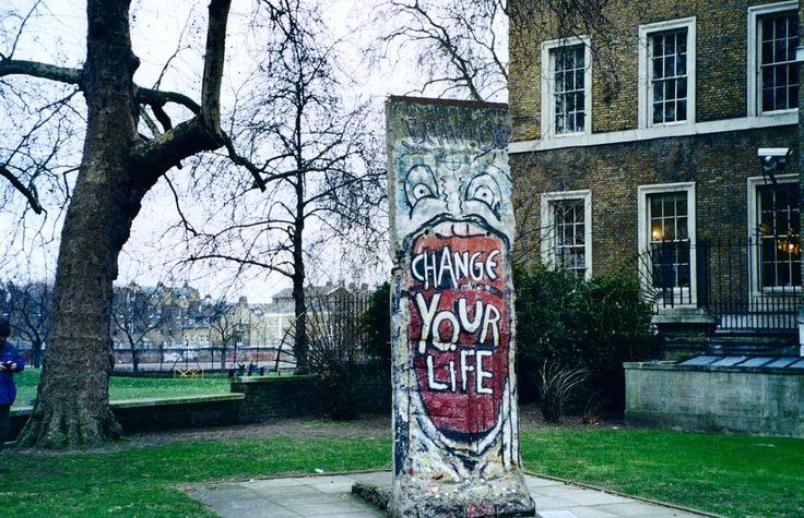 Imperial-war-museum-berlin-wall.redvers - Berlin Duvarı - Vikipedi-Londra'daki Savaş Müzesi'nin bahçesinde Berlin Duvarı'ndan bir parça