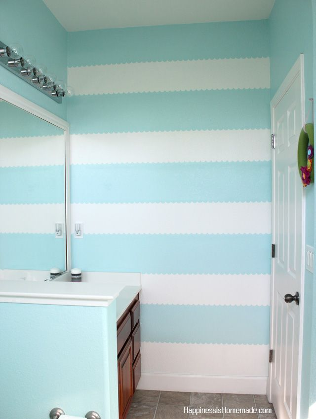 How to Easily Paint a Scalloped Stripe Accent Wall - Happiness is Homemade~~~~~frog tape scalloped edge!