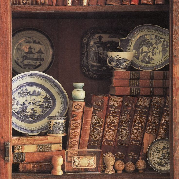 I love books <3.: Vintage Books, Antiques Books, Bookca Vignettes, Books Decor, Books Vignettes, Antiques Collection, Blue Willow, Books Blue, Old Books