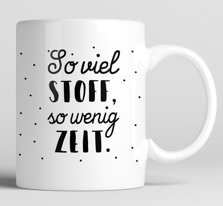"""Tasse für Nähfans mit Spruch """"So viel Stoff, so wenig Zeit"""" - Keramikbecher via Makerist.de"""