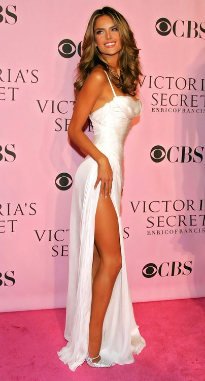 Alessandra Ambrosio Photos Photos: Victoria's Secret Fashion Show - Arrivals