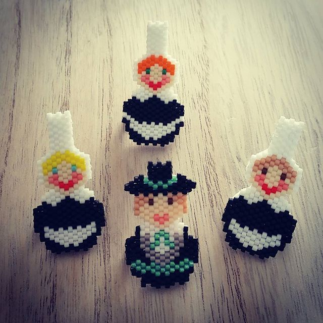 WEBSTA @ le_d_des_midinettes - Bigouden et ses bigoudennes  ahaha. Contente de ces nouveaux modèles  #lesmidinettes #md #le_d_des_midinettes #modelemadeinmd #diy #bijoux #broche #perlesmiyuki #miyuki #jenfiledesperlesetjassume #perleaddict #bretagne #bretonnes #bretons #bigoudenne #bigoudennes