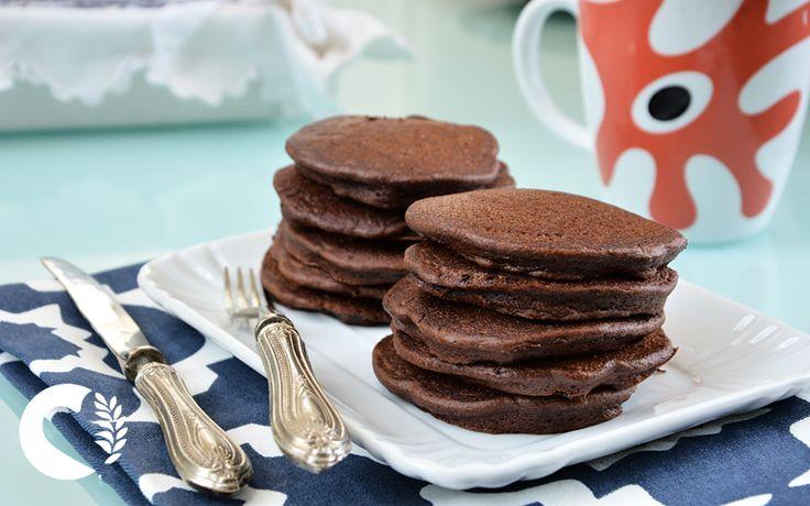 I pancakes al cioccolato senza glutine sono una colazione super golosa e facilissima da realizzare! Dieci minuti per una colazione super!