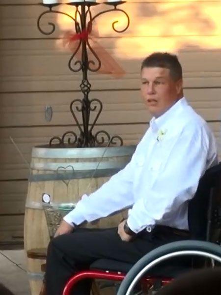 Kevin Taylor sitzt seit Jahren im Rollstuhl und ist seither nicht mehr gelaufen. Doch als er seine Frau vorm Altar trifft, überrascht er